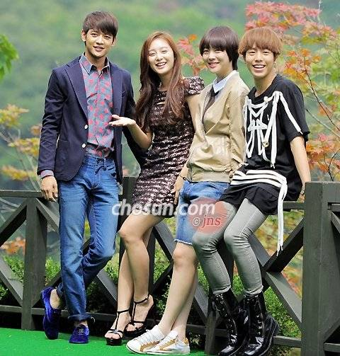Minho   Kim Ji-won-I Choi Seol-ri and Lee Hyun-wooKim Ji Won And Lee Hyun Woo
