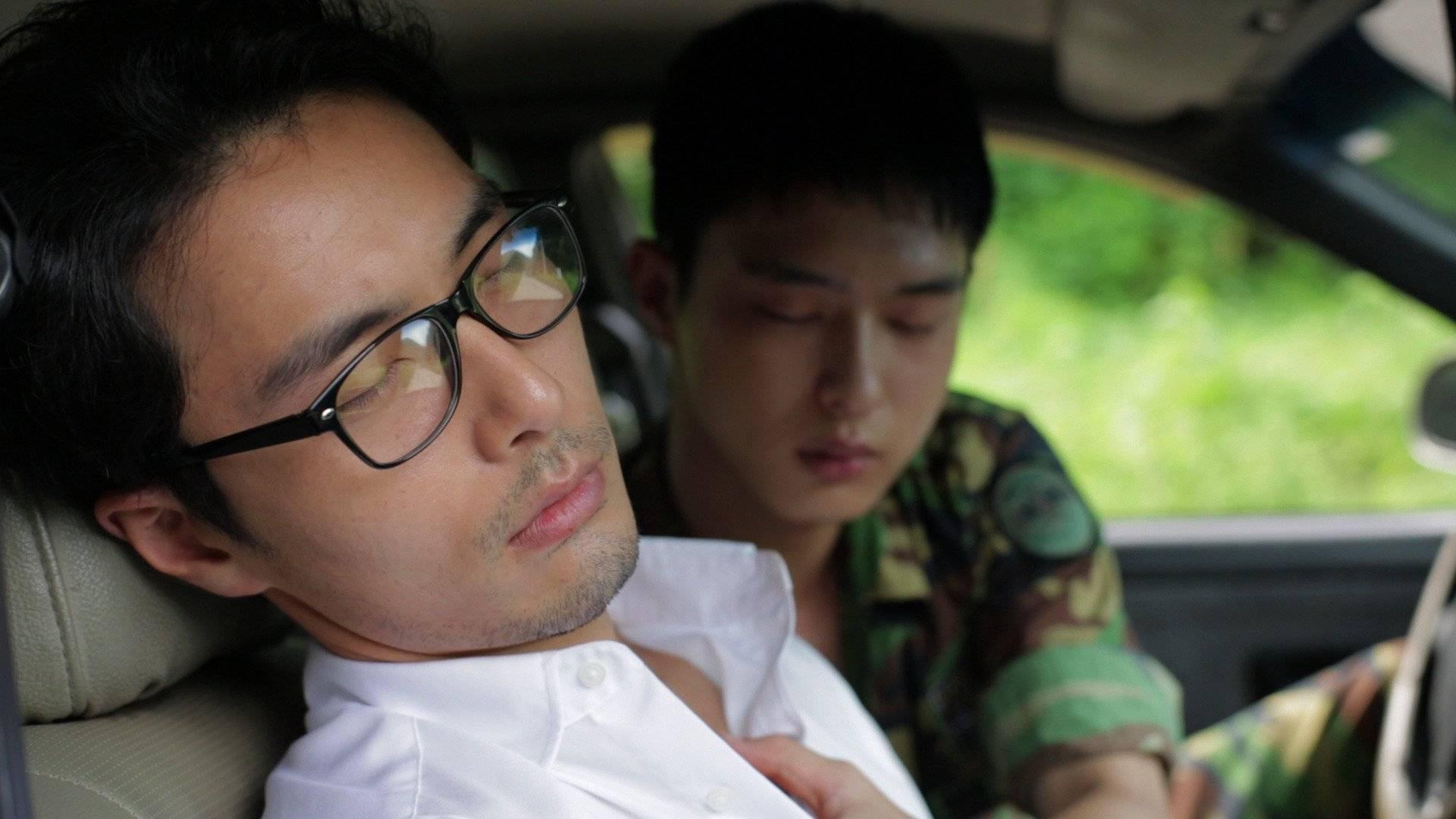 Трахают азиатского видео гея