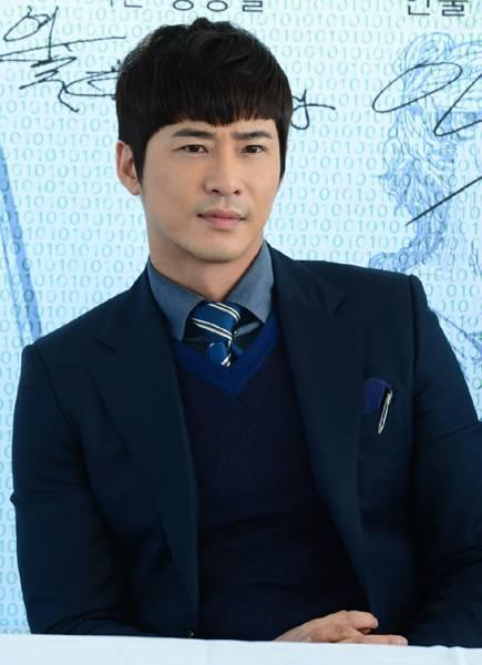 celebrity news station kang jihwan puts out fire