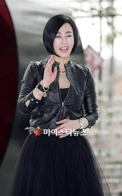 Han Ha-Yoo Nude Photos 52