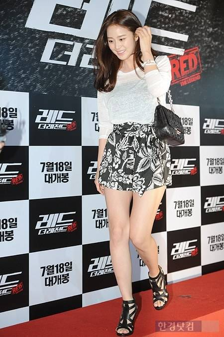 [Photo] Kim Tae-hee wearing see-through top with hot pants ...