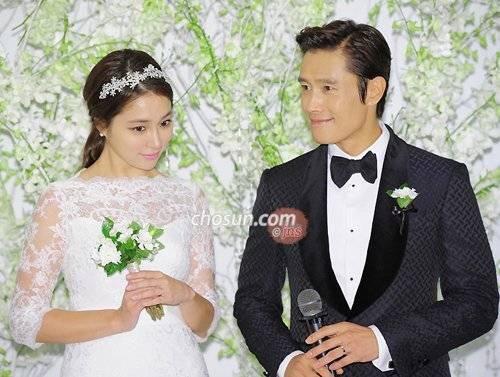 Yoon Eun-hye in a wedding dress @ HanCinema :: The Korean