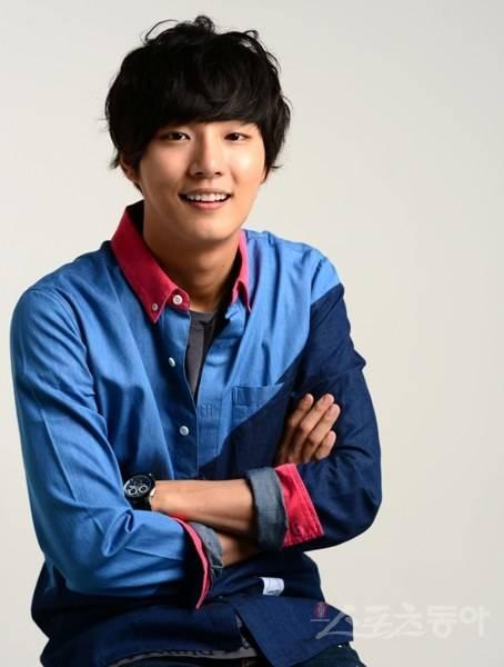 yoon si yoon dating Shi-yoon yoon is a 31 year old south korean actor born on 26th september, 1986 in suncheon, south korea his zodiac sign is libra shi-yoon yoon has been in 2 on-screen matchups, including shin-hye park in flower boy next door (2013) and yoo-jin kim in je-bbang-wang kim-tak-goo (2010.