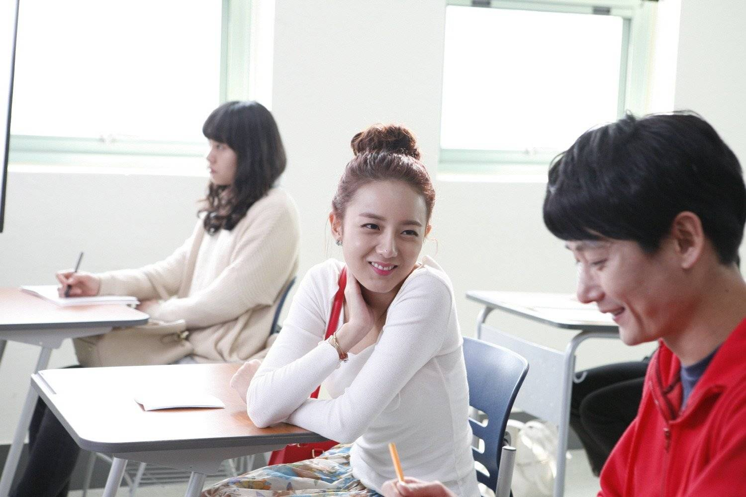 love match korean drama Hyo-jin is the quietly industrious employee at a korean dating agency who, while being very talented at finding her clients' their perfect match, finds nothing but a void in her own romantic life her ditzy friends are obsessed with finding that special someone though they are too caught up in day.