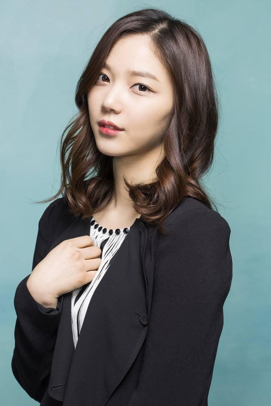 Seon-a Kim Nude Photos 30