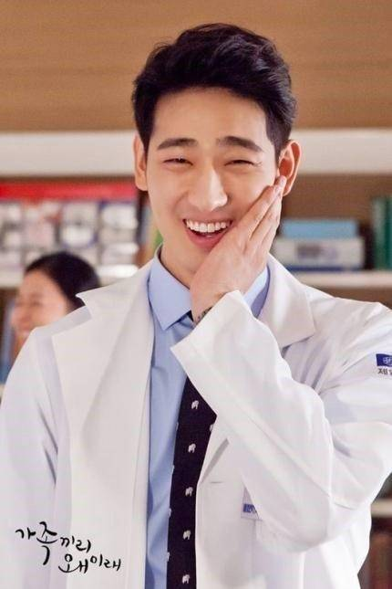 how tall is yoon park