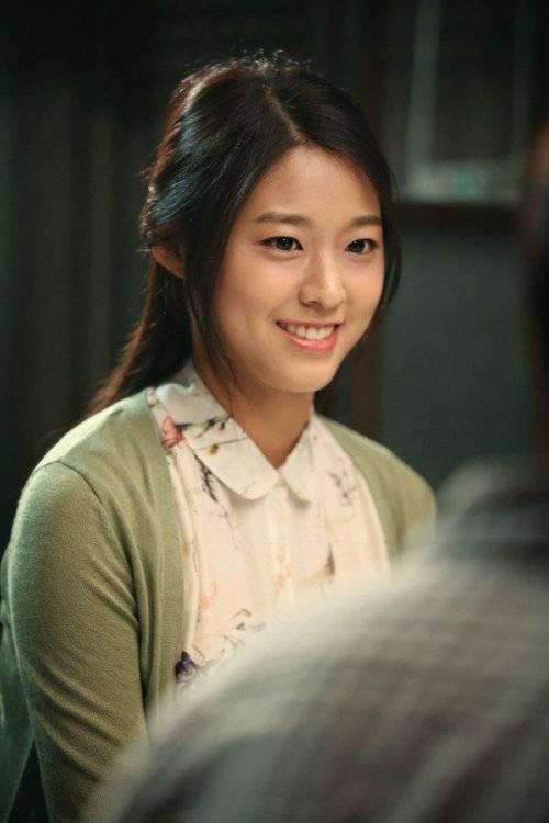 Gangnam Blues Seolhyun As Lee Min Ho S Younger Sister Hancinema The Korean Movie And Drama Database