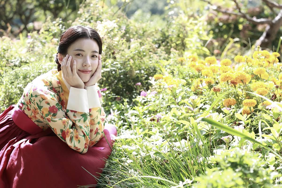 Photos Added New Han Hyo Joo Yoo Yeon Seok And Chun Woo Hee Stills