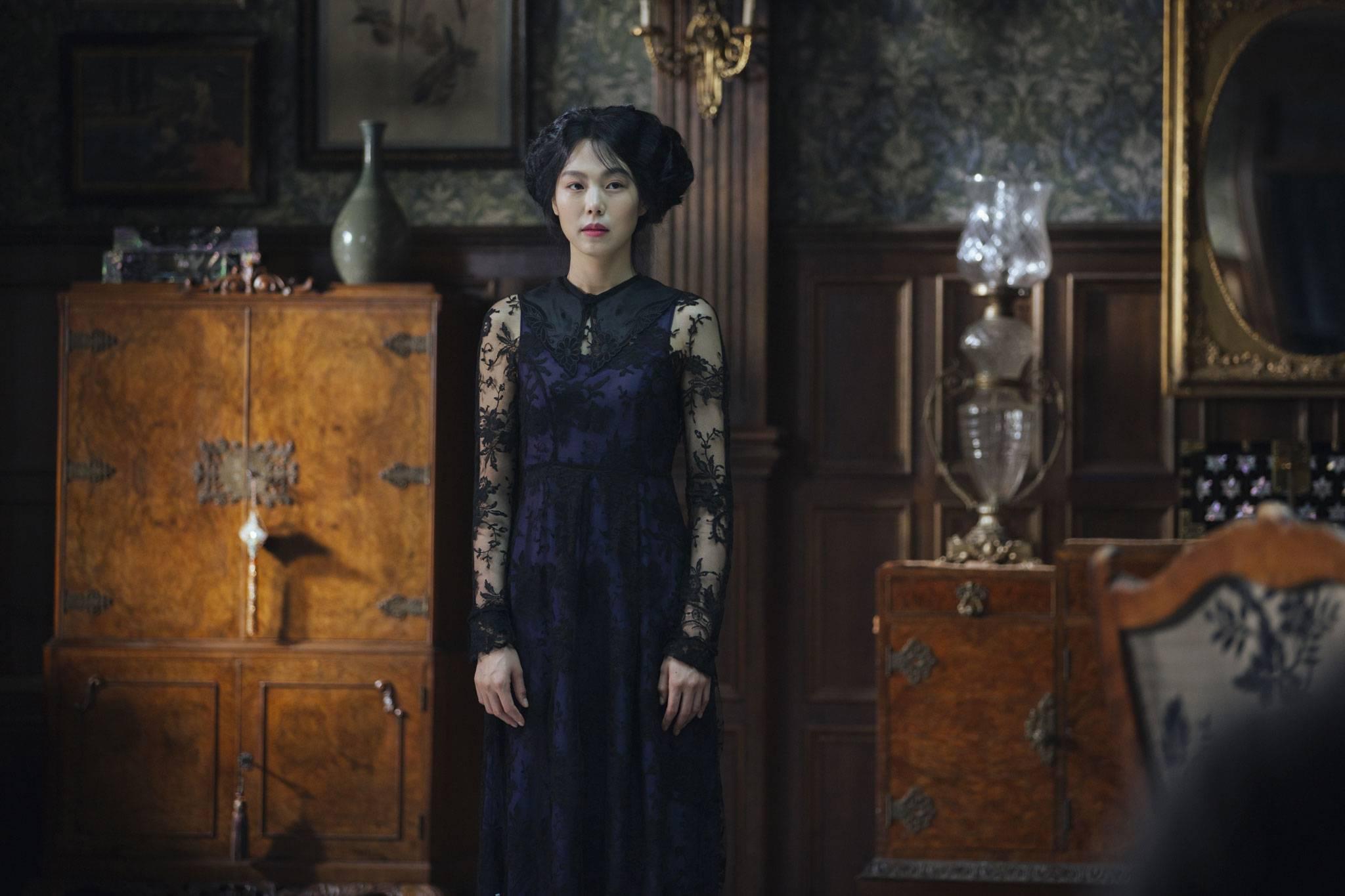 아가씨 the handmaiden kim min hee kim tae ri lesbian sex scene - 3 4