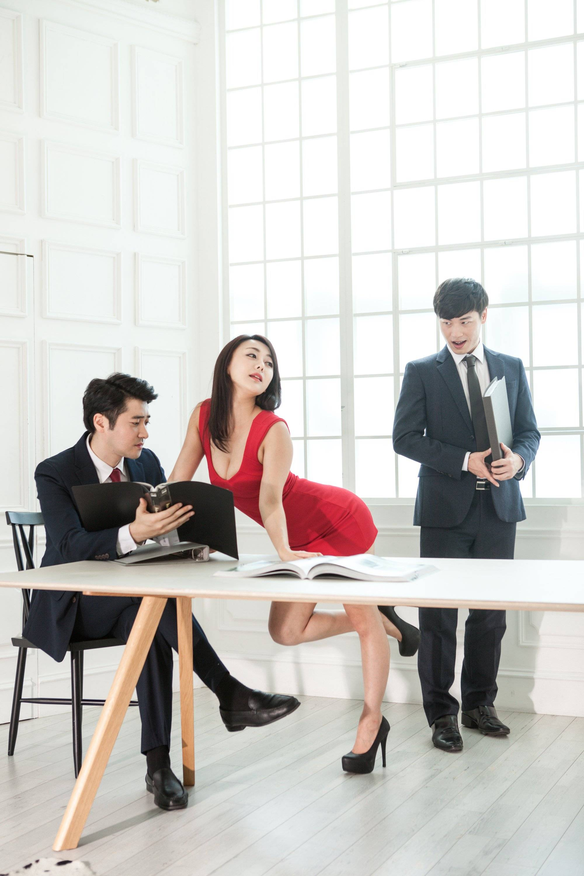 employees dating in the workplace Dating in the workplace is a great advantage for any person/couple like you, i have seen employees dating at work too, some of them are doing great.