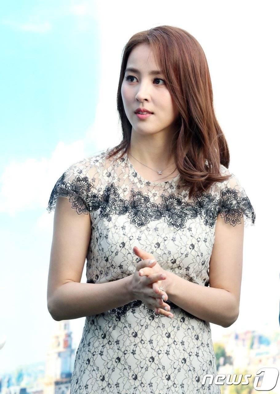 Hye-jin Han Nude Photos 27