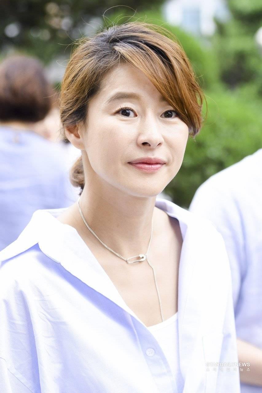 Ji-Won Ye