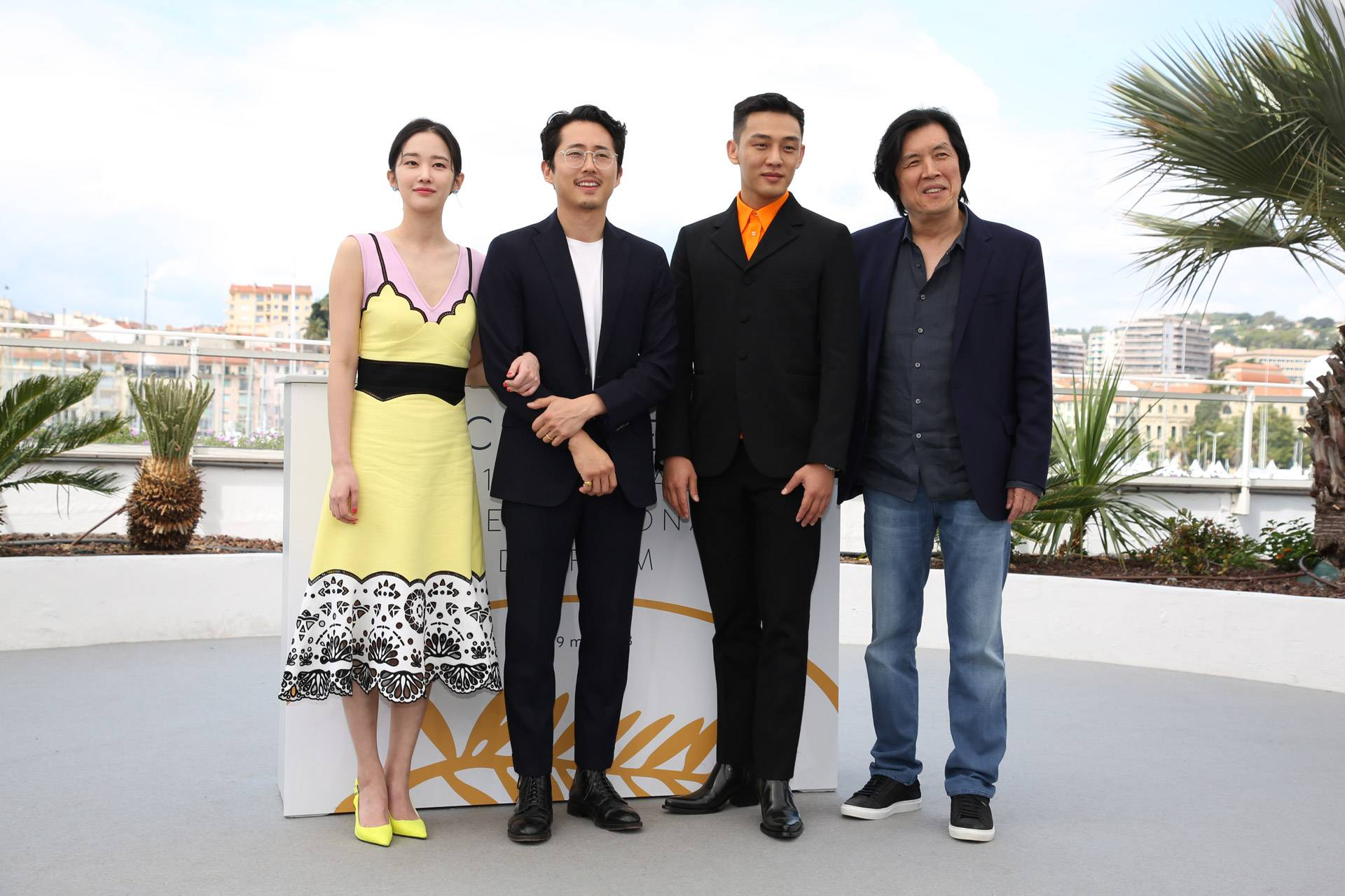 Photos Jun Jong Seo Steven Yeun Yoo Ah In And Director Lee Chang Dong For Cannes Film Festival Burning Photocall