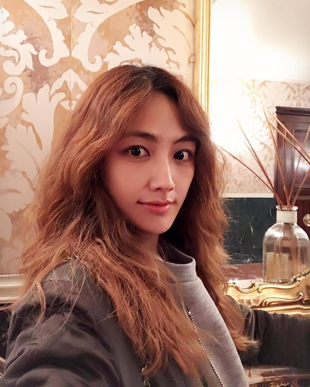 Kim Si-hyang (김시향, Korean actress, mc, florist, racing
