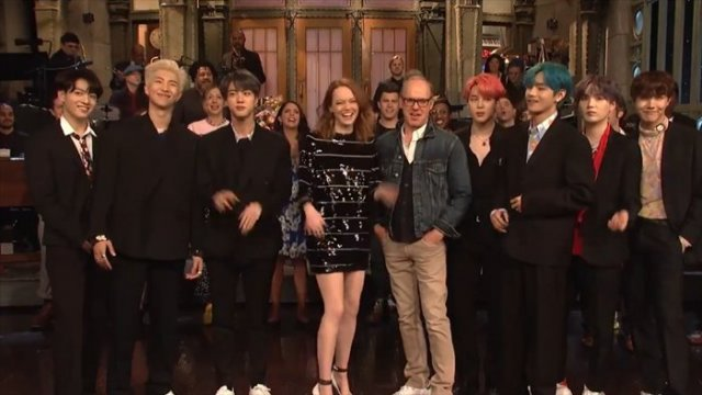 1547e7cb99 BTS pose with actors Emma Stone (4th from left) and Michael Keaton (next to  Stone) on the stage of