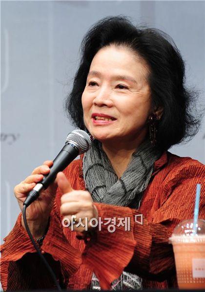 Yoon Chang-jung Yoon Jung-hee Park