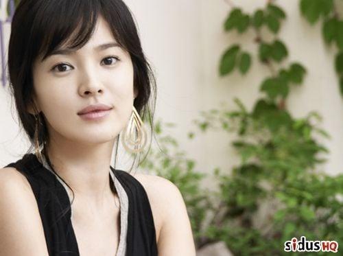 Song Hye-kyo ponders new film by Lee Jeong-hyang ...