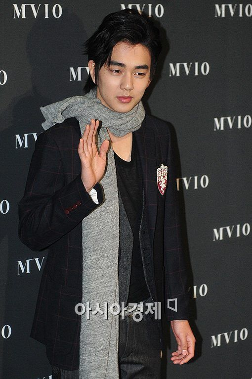 Yoo Seung Ho Latest News http://www.hancinema.net/chanmi-s-star-news-yoo-seung-ho-in-new-drama--24853.html