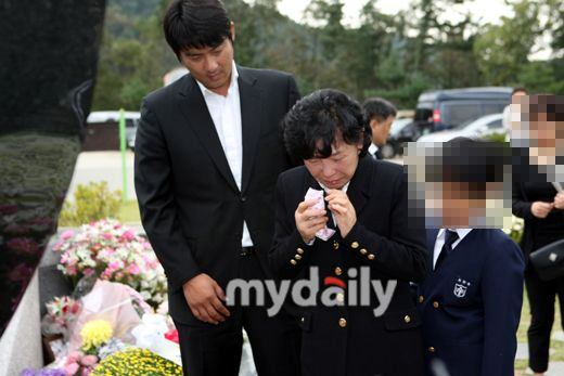 There was a second year anniversary memorial servie for Choi Jin-sil