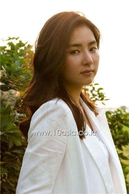 Shinee Jonghyun Girlfriend Shin Se Kyung Shuts Down