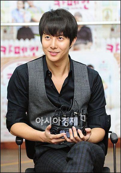 kim hyung min dating Byung-hun lee was born in 1970 in seoul, south korea, and 2009 ailiseu (tv series) kim hyun-jun / kim hyun-jun lee min-chul 2001 beonjijeompeureul.