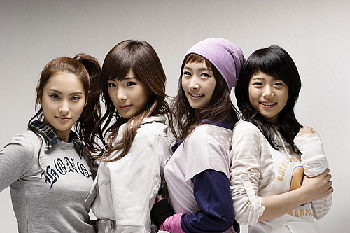 Five Star Singing Group Performance http://www.hancinema.net/kara-starring-in-japanese-drama-27234.html
