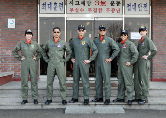 R2b Return To Base Cast Korean Movie 2012 알투비리턴투베이스