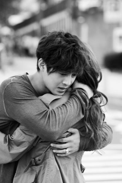 """""""City Conquest"""" Kim Hyun-joong and Jeong Yoo-mi hug with ..."""