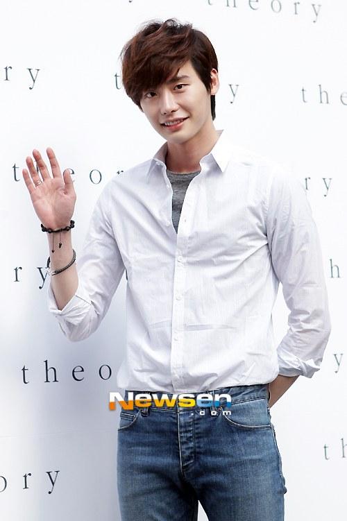 Moon, Jeong-suk Biography