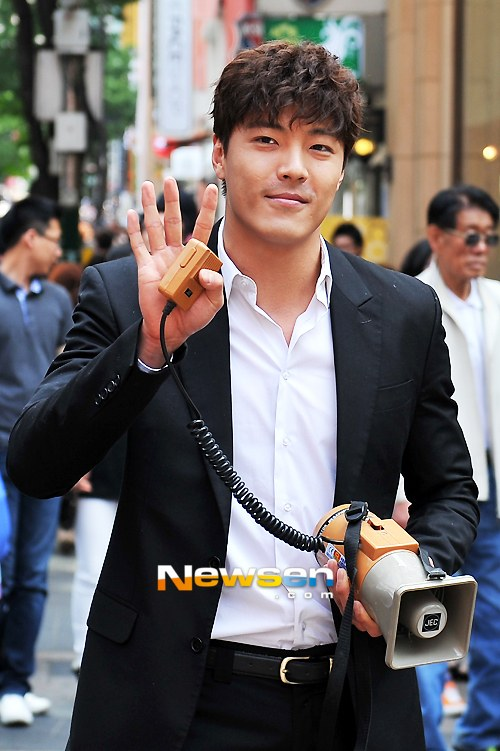 lee jae yoon in the law of pleasures with eom jeong hwa