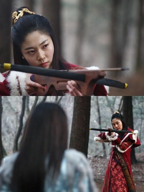 """[Spoiler] """"Empress Qi"""" Baek Jin-hee glares at Ha Ji-won"""