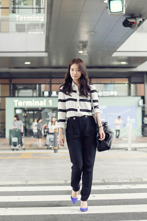 park shin hye before and after departure standing or sitting still beautiful hancinema