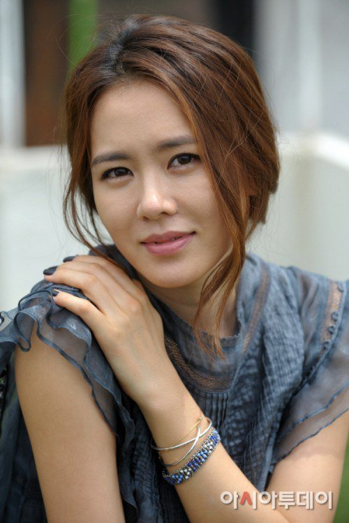 Son Ye Jin In Up ing Kbs Drama The King S Face 71999 furthermore 384 Do Huawei P9 Inteligentne Etui Flip Cover S View Case Biale besides p together with Nm0278979 further 26112025. on blade box