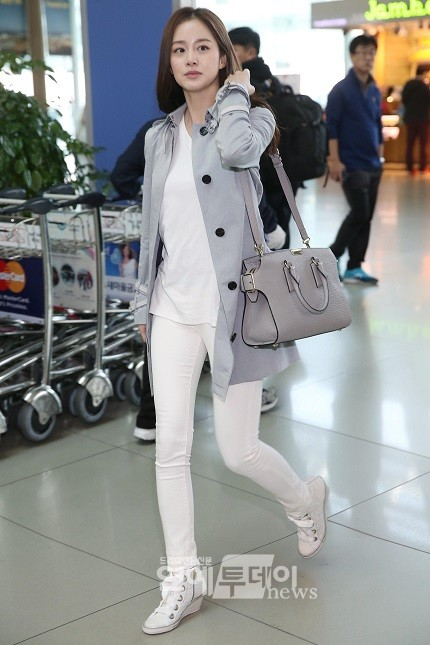 Kim Tae Hees Neat And Sophisticated Airport Style In Burberry HanCinema The Korean Movie