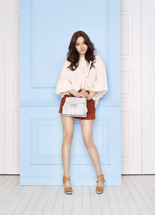 Yoon Eun Hye Shows Off Mature Beauty In Recent Fashion Pictorial Hancinema The Korean Movie