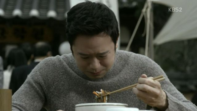 Myeong crying over his father's dish