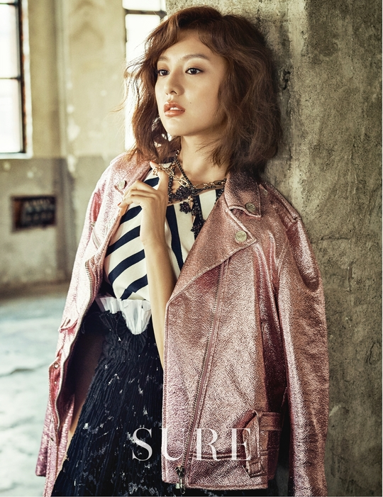 Kim Ji-won-I looks mesmerizing with her deep eyes and chic