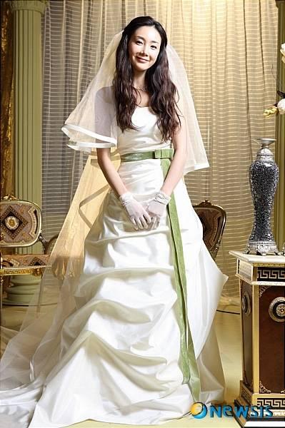 Chanmi 39 s star news choi ji woo wedding dress show for Edric woo wedding dresses