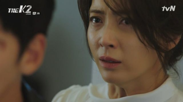 Yoo-jin's look as Ahn-na begs for her death