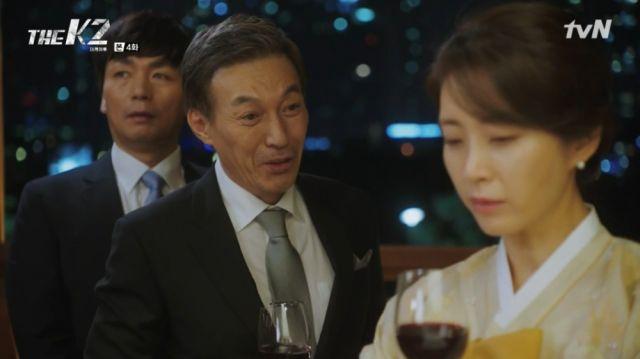 Gwan-soo bothering Yoo-jin