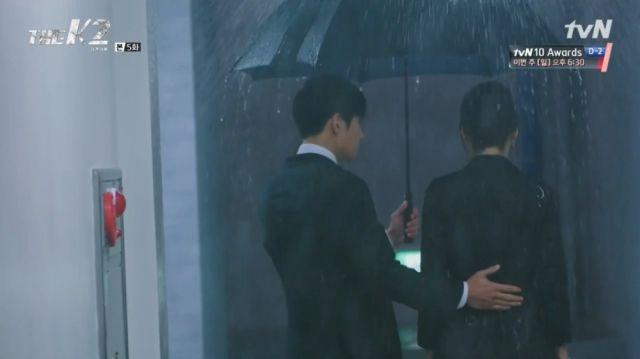 Je-ha telling Yoo-jin to show strength