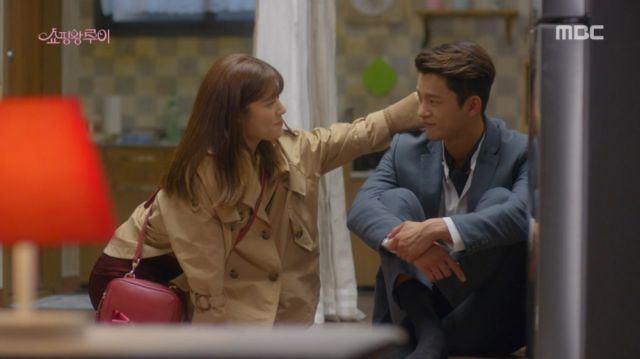 Bok-sil caressing Ji-seong's hair