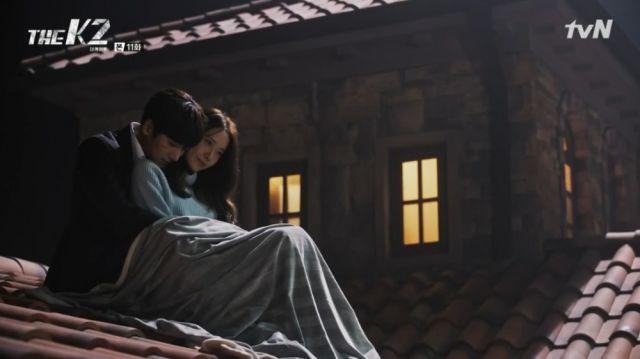 Je-ha and Ahn-na cuddling