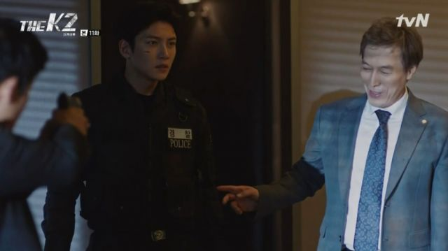 Gwan-soo letting Je-ha go