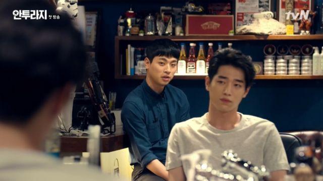 Yeong-bin and Ho-jin arguing