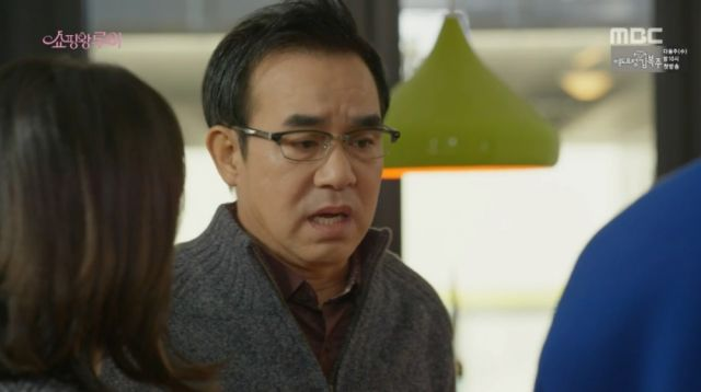Seon-goo worried over his henchman visiting Jae-sook's bookstore