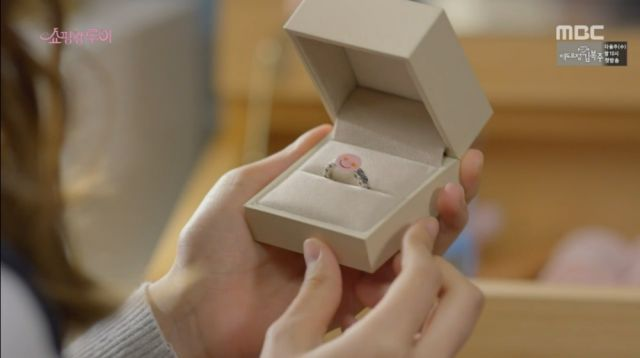 The ring Bok-sil bought for Ji-seong