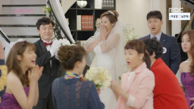 The family at Jeong-ran and Ho-joon's wedding