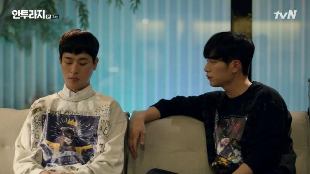Ho-jin telling Yeong-bin the truth