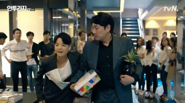 Joy leaving the agency with Eun-gap